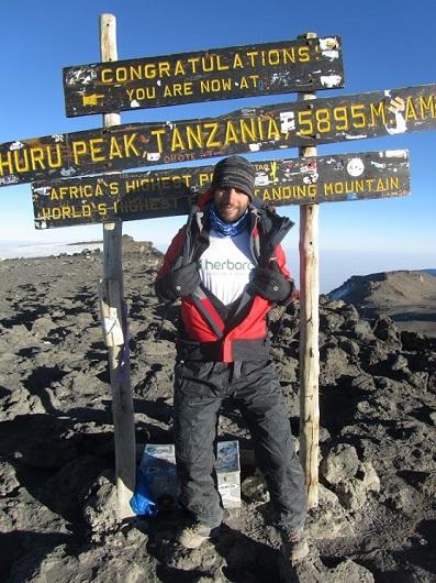 Iago Álvarez nos lleva a la cima del Kilimanjaro