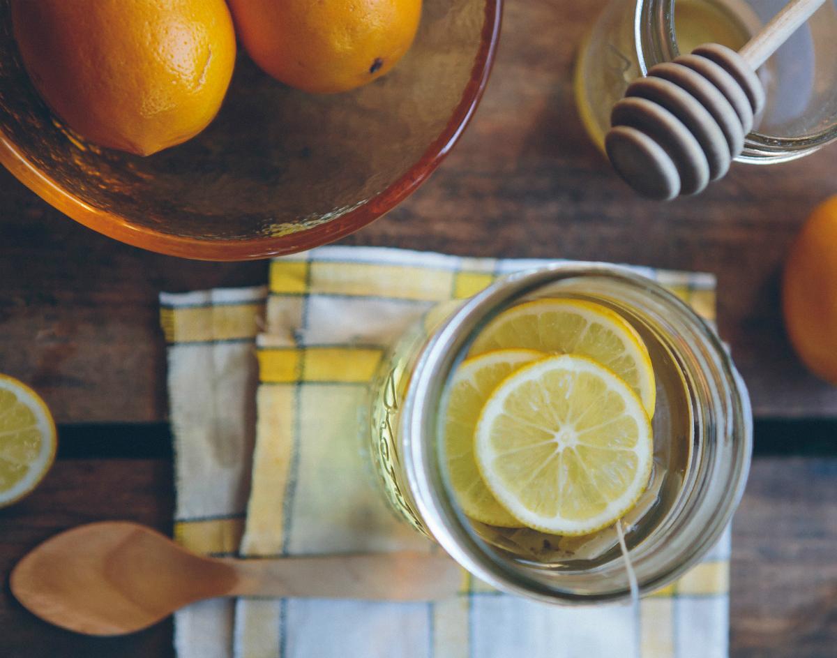 Agua con limón, ¿cuáles son sus beneficios?