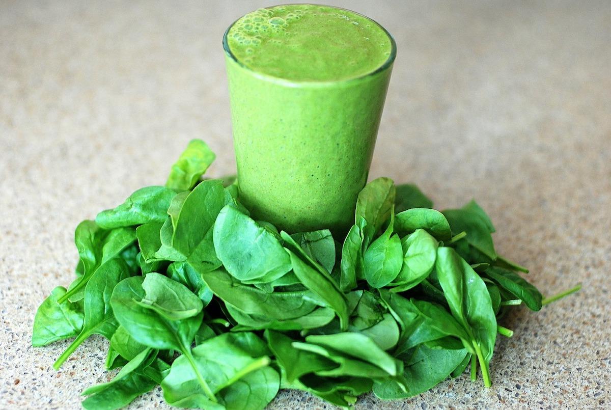 smoothie verde con espinacas